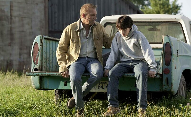 MAN OF STEEL Kevin Costner as Jonathan Kent Dylan Sprayberry as Clark Kent Warner Bros